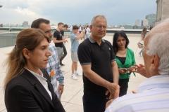20. Juni 2019: Die Delegation aus Dêrik auf dem Dach des Reichstagsgebäudes