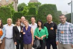 20. Juni 2019: Die Delegation aus Dêrik mit dem Bundestagsabgeordneten Pascal Meiser (DIE LINKE) vor dem Reichstagsgebäude